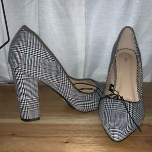 NWT gray plaid heels